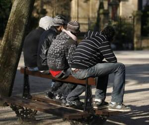 La caída de la población activa provoca el primer descenso interanual en el paro desde 2007