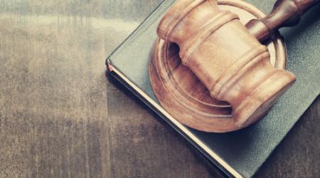 Recurrir a internet para buscar información legal