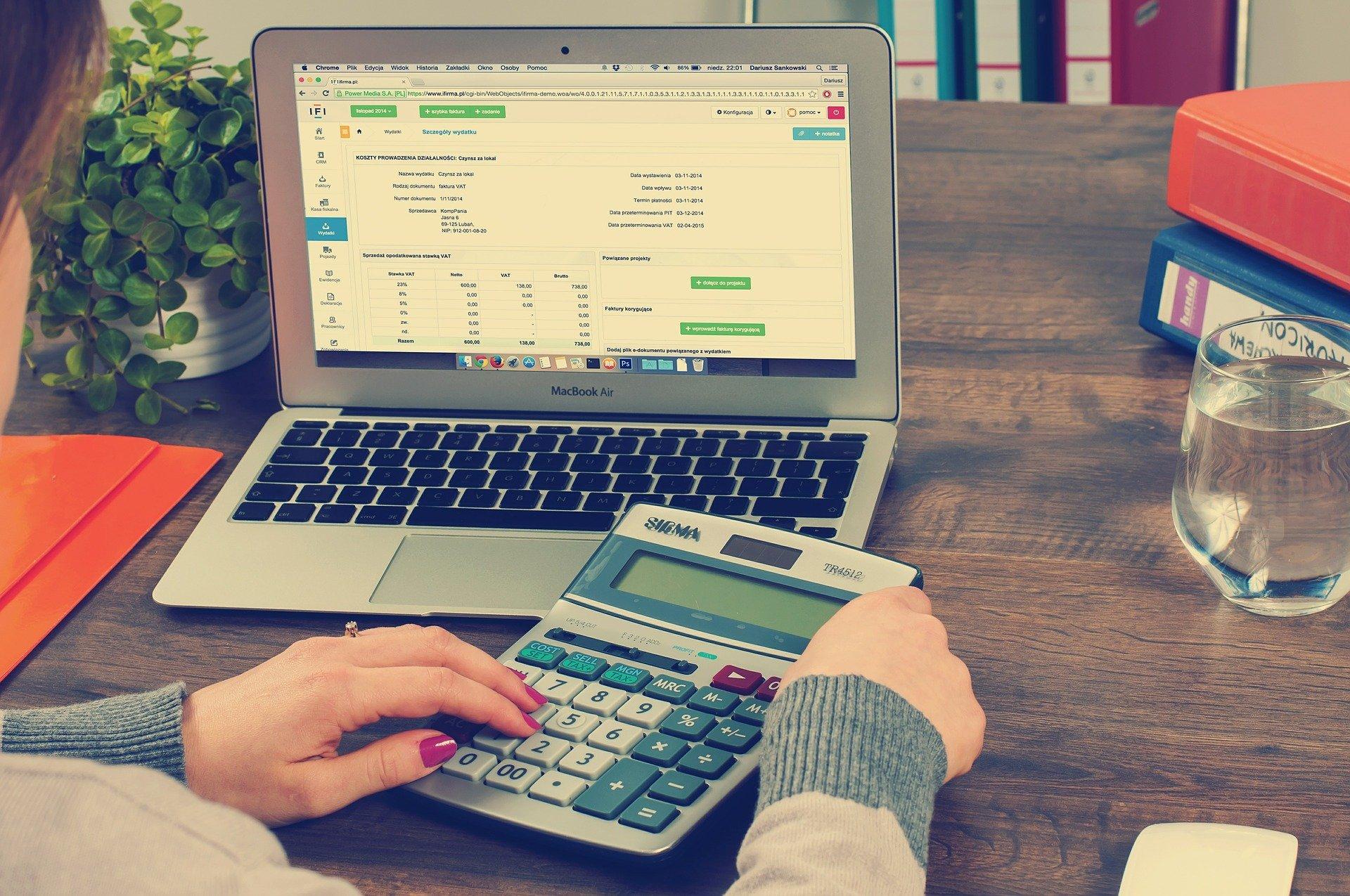 Deducir gastos previos inicio actividad autónomo empresa
